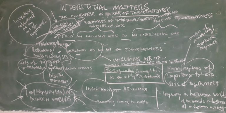 Interstitial matters: 2 contra 1 pizarrón